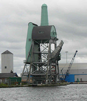 Goole - A Tom Pudding hoist in Goole docks