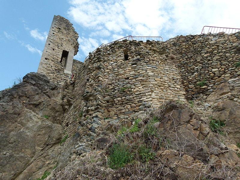 File:Torre i costat sud del Castell de St. Pere de Ribes de Freser.jpg
