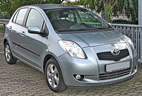 مجـــــلة السيارات عدد 1 280px-Toyota_Yaris_1.3_VVT-i_front