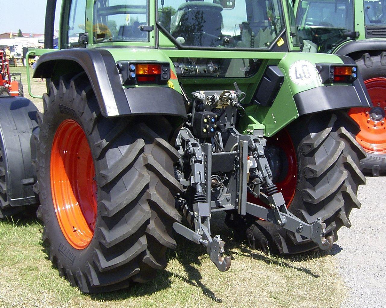 Трактор мтз-82 г/в 2000, цвет синий - продаётся конфискат.