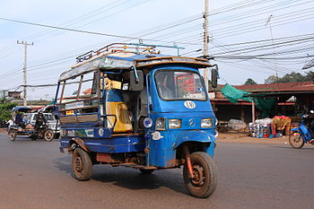 English: Tuk-tuk (jumbo) in Pakse, Laos
