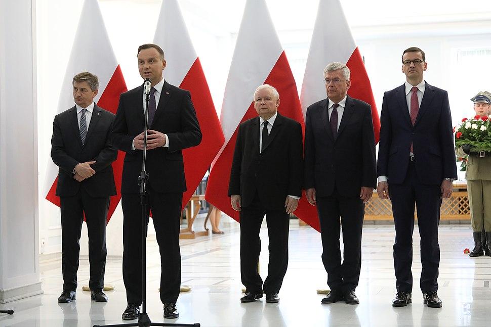 Uroczystość odsłonięcia tablicy upamiętniającej śp. Prezydenta RP Lecha Kaczyńskiego (4)