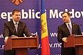 V.Dombrovskis tiekas ar Moldovas premjeru Vladimiru Filatu (8491943536).jpg