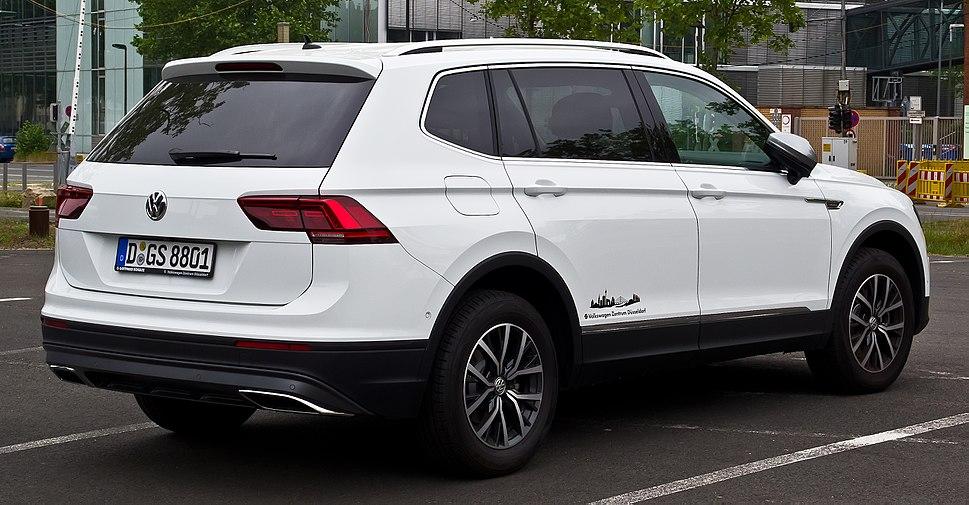 VW Tiguan Allspace Comfortline 4MOTION (II) %E2%80%93 Heckansicht, 10. Mai 2018, D%C3%BCsseldorf