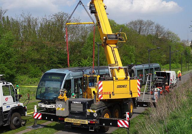 Valenciennes & Anzin - Déraillement de la rame de tramway n° 17 à la sortie du dépôt de Saint-Waast le 11 avril 2014 (072).JPG