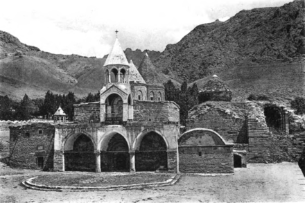 Varagavank monastery in Van (1913), burned and destroyed by the Turkish army in May 1915. Varagavank view Bachmann 1913.png
