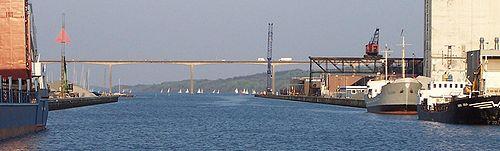 Vejle Fjord Bridge is a concrete bridge built using the balanced cantilever method
