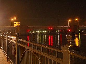 Veterans Memorial Bridge (Bay City, Michigan) - Image: Veterans Bridge Night