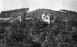Villa Hoffnung and Villa Trubach, Private Photo [Public domain], via Wikimedia Commons