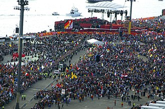 World Youth Day - Crowd at Barangaroo, Sydney, for first day of WYD08 celebrations