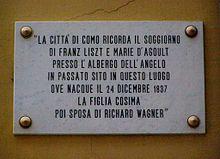 Gedenktafel zur Erinnerung an den Aufenthalt von Franz Liszt und Marie d'Agoult am Comer See (Quelle: Wikimedia)