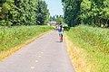 Wandelende joggende donkere vrouw mallebos.jpg