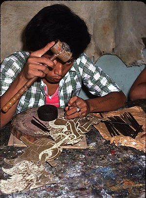 Wayang kulit - Image: Wayang Kulit maker