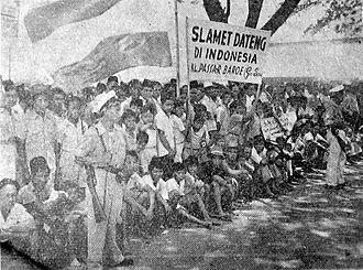 Hubertus van Mook - Indonesians awaiting Van Mook's return to the country.
