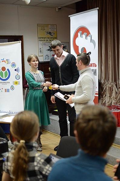Олександр Павленко (праворуч), призер спецномінації «Банери для Вікімандрів»