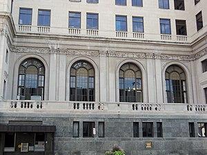 Davenport Bank and Trust - Image: Windows Wells Fargo Davenport