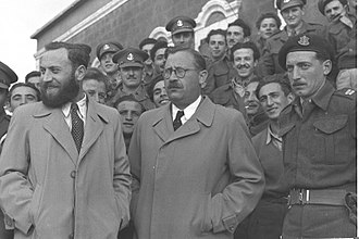 Nathan Yellin-Mor - Nathan Yellin-Mor (center) and Matityahu Shmueliwitz in front of the Acre prison, after their release in 1949