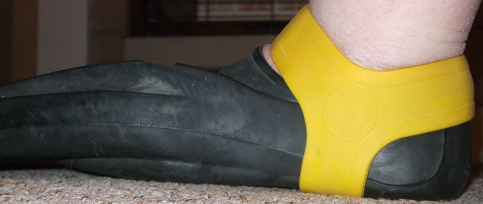 Yellow fin grip retaining a Technisub Ala swimming fin on the foot