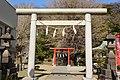 Yokosuka ikazuchi-jinjya torii.jpg