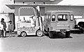 Đứa trẻ bên chiếc xe nâng của Bộ Kho y tế tỉnh (9680579884) (2).jpg