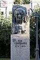 Паметник на Ана Маймункова.jpg