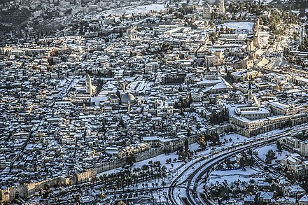 Snow visible on roofs in the Old City of Jerusalem h`yr h`tyqh byrvSHlym blbn.jpg
