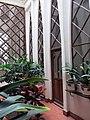 032 Col·legi de les Teresianes, galeria amb arcs parabòlics.JPG