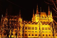03 2019 photo Paolo Villa - F0197922 - Budapest - Parlamento - notte - luci - Neomedievalismo Neogotico.jpg