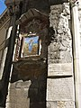042 Porta Soprana, o de Sant'Andrea (Gènova), capelleta i plaques al brancal nord.jpg