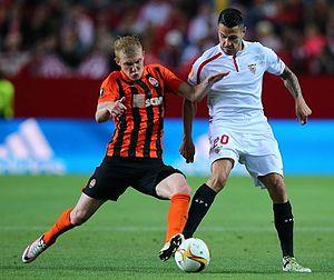 Vitolo (footballer, born 1989) - Vitolo (right) playing for Sevilla in 2016