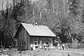 079 Deshazer homestead cabin, Zigzag, OR 1900's (36042524612).jpg