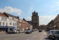 0 Wormhout - Église St-Martin et Pl. du Général de Gaulle.JPG