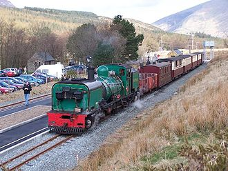 Rhyd Ddu railway station - Garratt No.138 arrives in the Down Platform at the newly extended Rhyd Ddu station on 16 April 2006, during the period when the Up Platform was not available for use by carriages