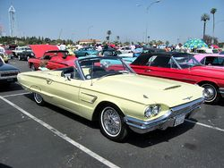 Ford Thunderbird Descapotable de 1965.
