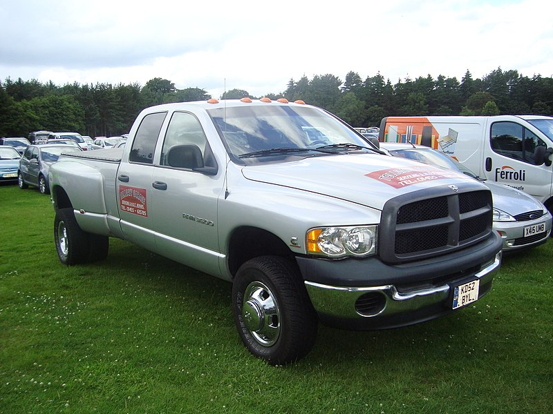 File:2003 Dodge Ram 3500 5.9 Diesel (14013745752).jpg