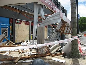 2007 Gisborne earthquake - Damage outside Health 2000 Main Street