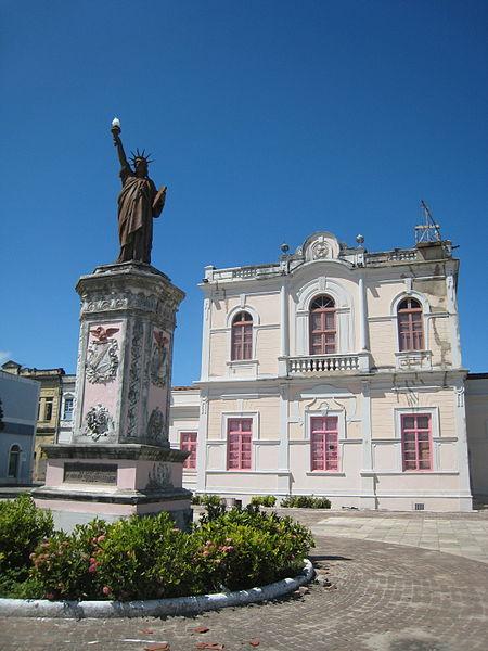 Ficheiro:2010-10-30 replica Statue of Liberty Maceio Alagoas Brazil.JPG