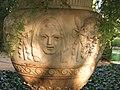 21 Jardins del palau de Pedralbes (Barcelona), gerro.jpg