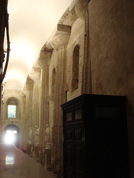 File:2803 - Siracusa - Duomo - Navata sinistra - Foto Giovanni Dall'Orto - 22-May-2008.jpg