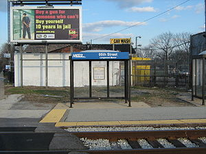 Longwood station (Illinois) - Image: 95th Street Longwood Manor Metra Station
