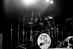 Abe Cunningham - Cunningham playing the drums in 2007.