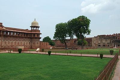 Agra-Fort-gardens-101.JPG