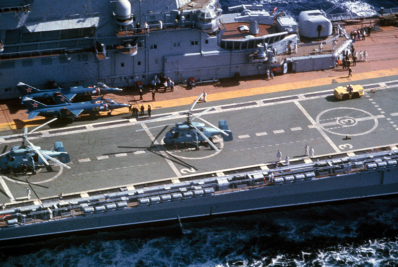 File:Aircraft carrier 'Minsk' in 1986 (3).jpeg