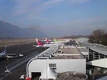Avions sur le tarmac de l'aéroport de Chambéry - Savoie durant l'hiver 2007