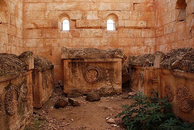 Las aldeas antiguas del norte de Siria. Interior de la tumba pirámidal en la