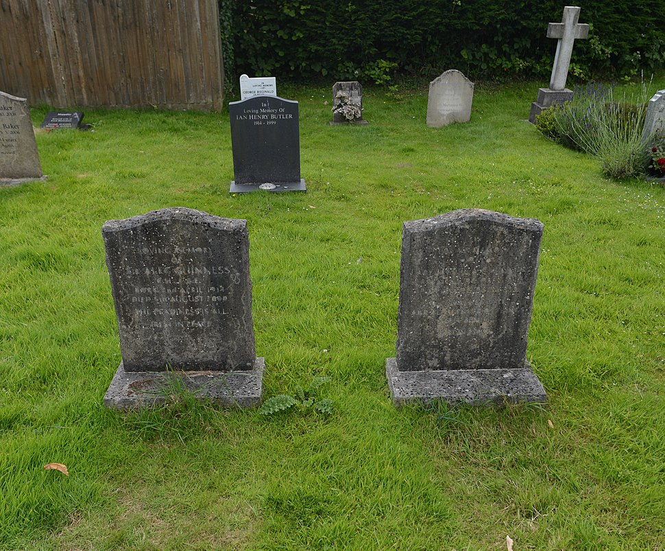 Alec and Merula Guinness graves 2016