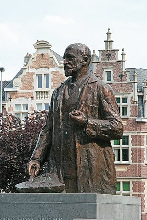 Franz Courtens - Statue in Dendermonde by his son Alfred Courtens, presented in 1950 in presence of Queen Elisabeth