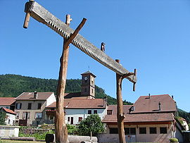 A two-man saw sculpture in Allarmont