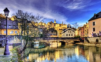 Grund, Luxembourg - Image: Alzette River (2274937510)