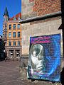 Am Markte Hannover Ausstellung Ernst Barlach WortGestalten Plakatwand mit Blick auf die Buchhandlung an der Marktkirche.jpg